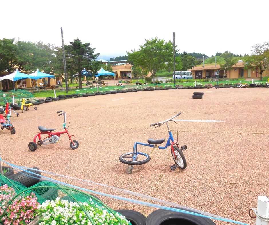 街の広場 自転車