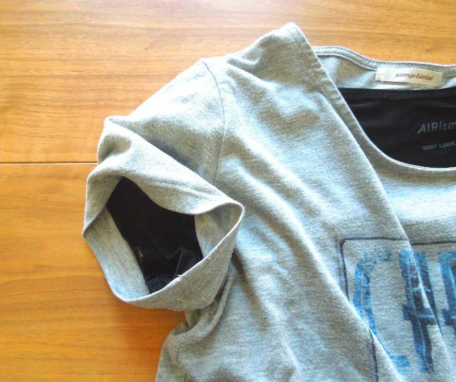 グレーのTシャツ+エアリズム