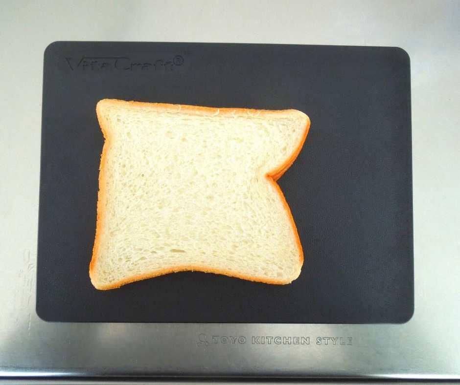 ビタクラフト まな板 食パンをのせたとき