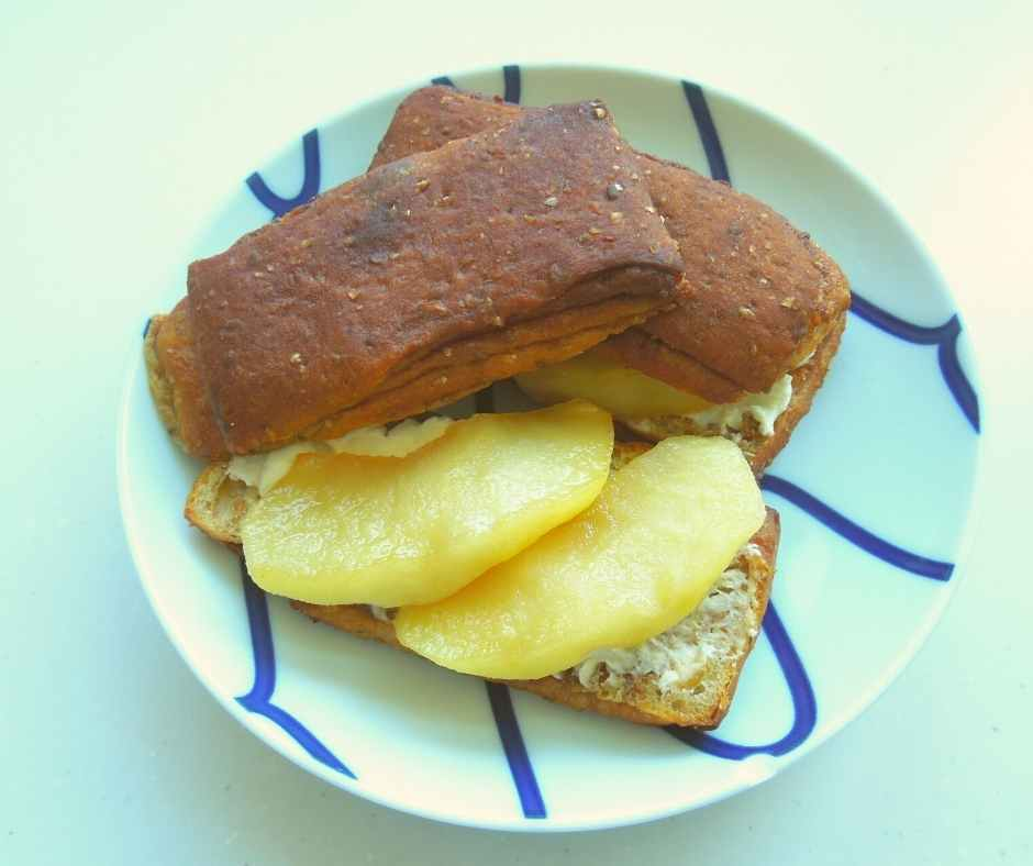 ベースブレッド シナモンに焼きリンゴ
